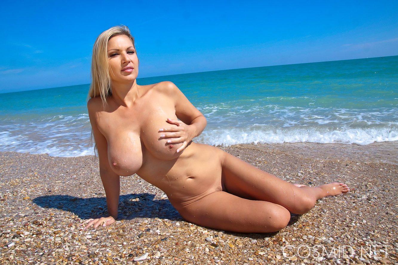 Сочные сиськи на пляже фото, Большие сиськи и голые женщины на пляже (18 фото.) 13 фотография