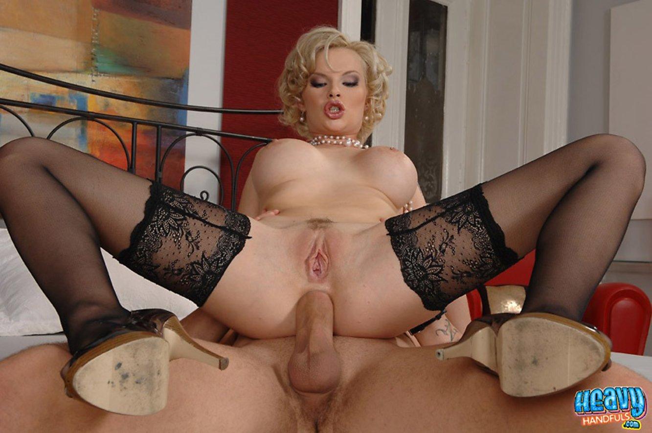 Порно анал блондинки зрелые онлайн плеч